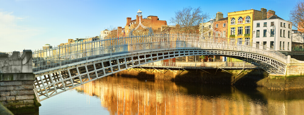 Ha'penny Bridge, Dublin. Europe trip planner tool