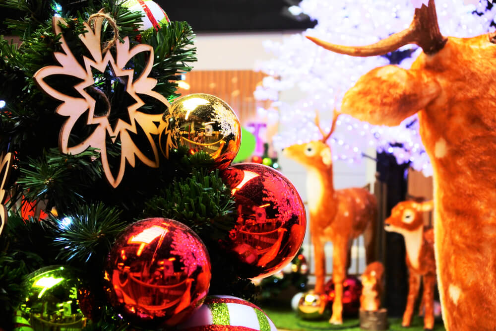 planning your trip. christmas ornaments celebrities