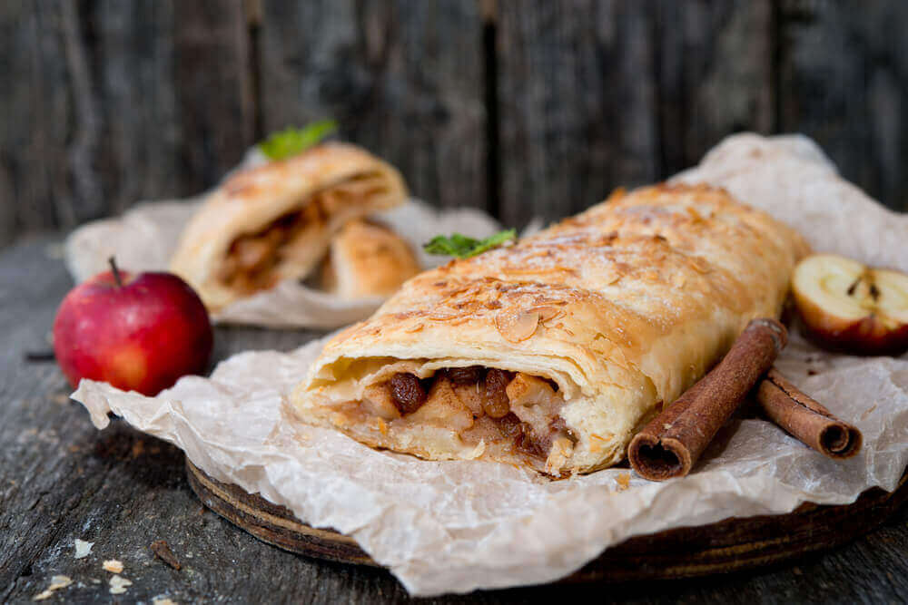 apple strudel - vegetarian holiday