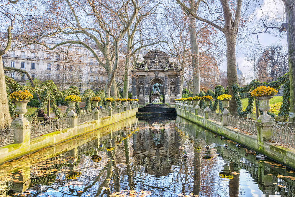 Medici Fountain in the Jardin du Luxembourg on your trip to Paris
